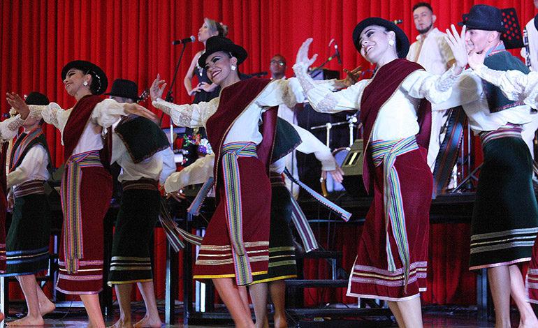 """El Ballet Folclórico de Antioquia presento  """"Colombia Viva"""" en el San Jose del Carmen"""