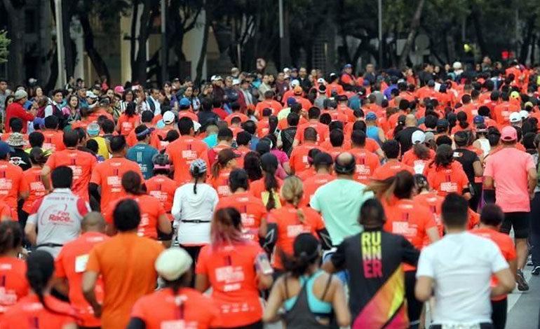 Dos competidores mueren en medio de maratón de México