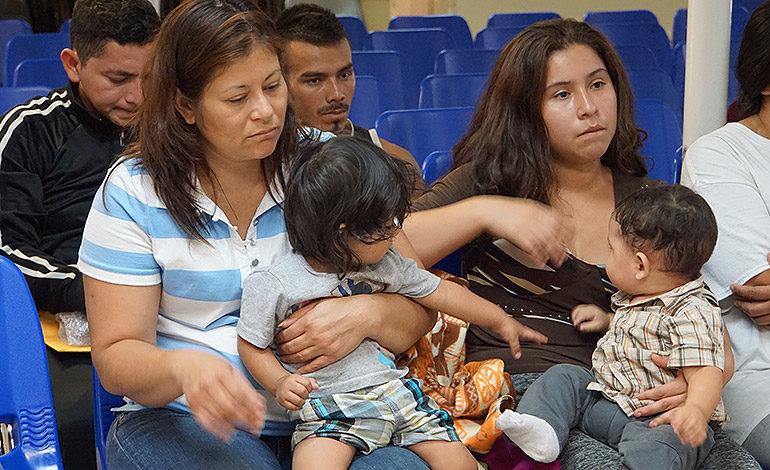 Gobierno de EE.UU. no cumple plazo y sólo reunifica a 34 niños con sus padres