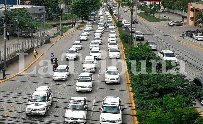 Gobierno ofrece ganancias de 900 lempiras al mes a taxistas