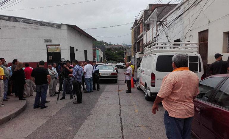 Taxistas anuncian paro contra aumento a la tasa vial para este viernes