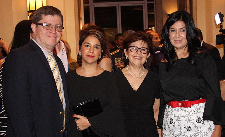 Miguel Cálix, Karla Cueva, Gloria Vargas, Miriam Guzmán.