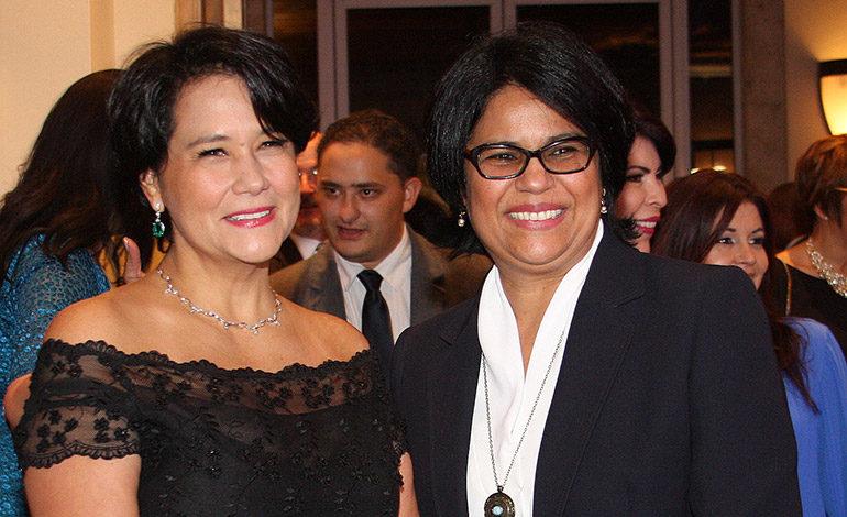 Reina Mejía y Leticia Ochoa.