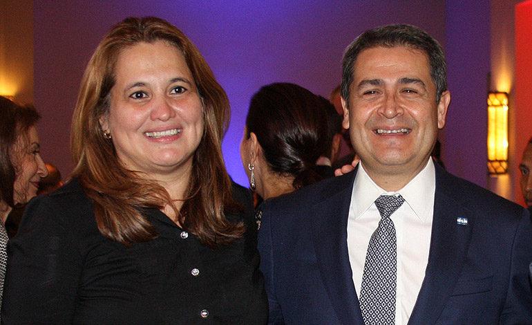 Julissa Villanueva y el Presidente Juan Orlando Hernández
