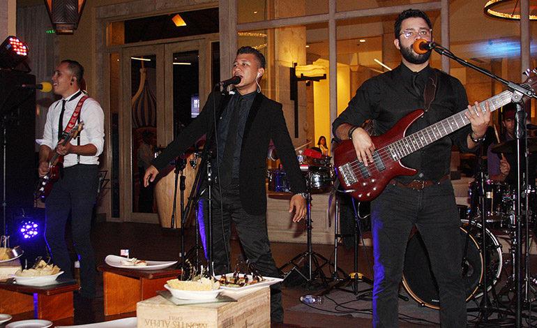La banda musical La Mara y el pianista Alexander Dávila, fueron los encargados de animar el evento.