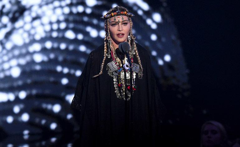 """Madonna luce """"joyería bereber"""" traída de Marrakech en gala de los MTV Awards"""