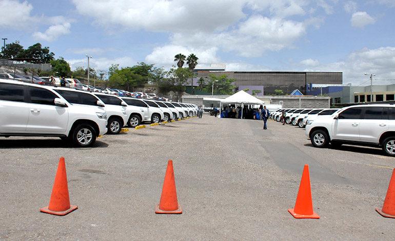 Presidente de la CSJ recibe camionetas blindadas para jueces y magistrados