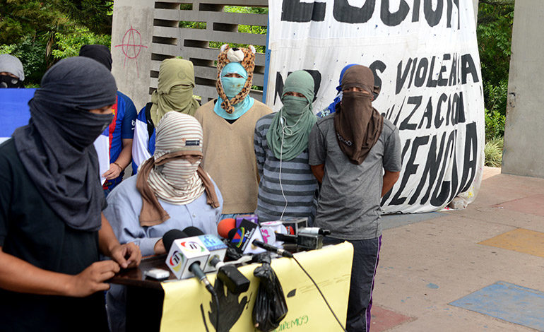 Manifestantes exigen diálogo con IHTT y transportistas