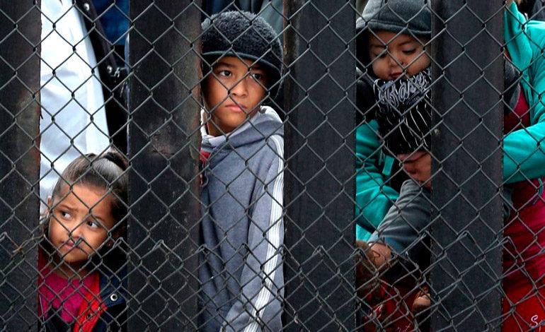 EE UU retiene a 565 niños