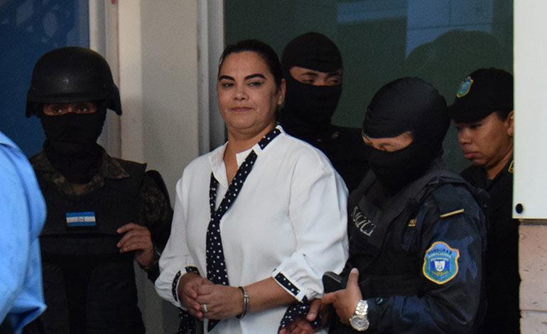 El lunes conocerá Rosa Elena Bonilla si se defiende en libertad