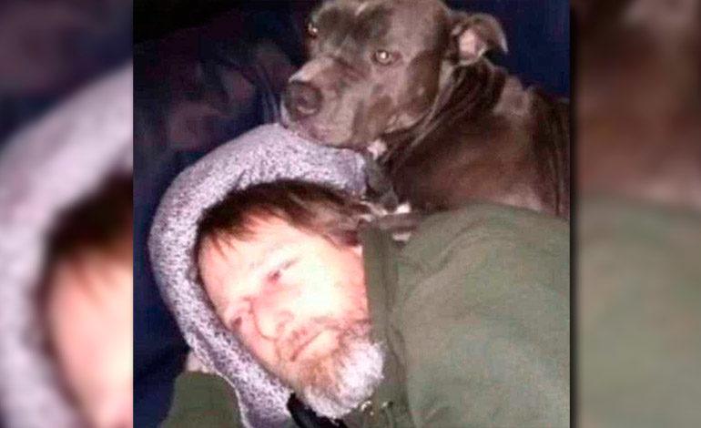 Hombre sufre amputación de sus brazos y piernas tras ser lamido por su perro