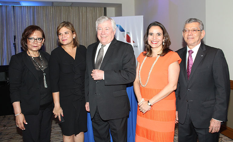 María Cristina de Handal, Aline Flores, Antonio Tavel, Tethey Martínez, Arturo Alvarado.