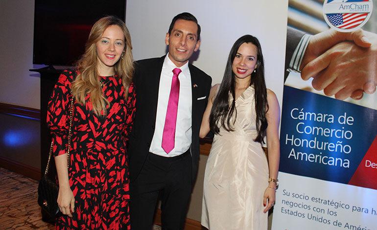 Nicolle Massu, Alexis López, Nadia Castellanos.