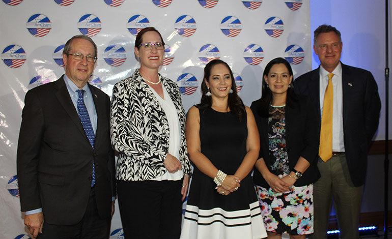 Coctel en honor a delegación de congresistas estadounidenses