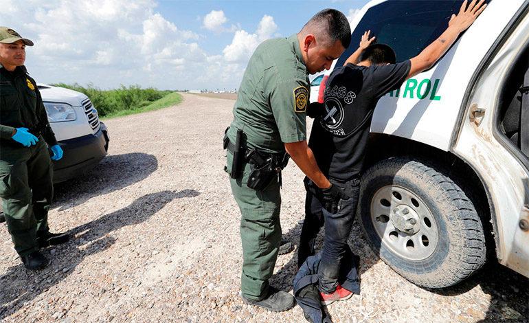 Familias migrantes detenidas en EEUU tienen menor posibilidad de asilo