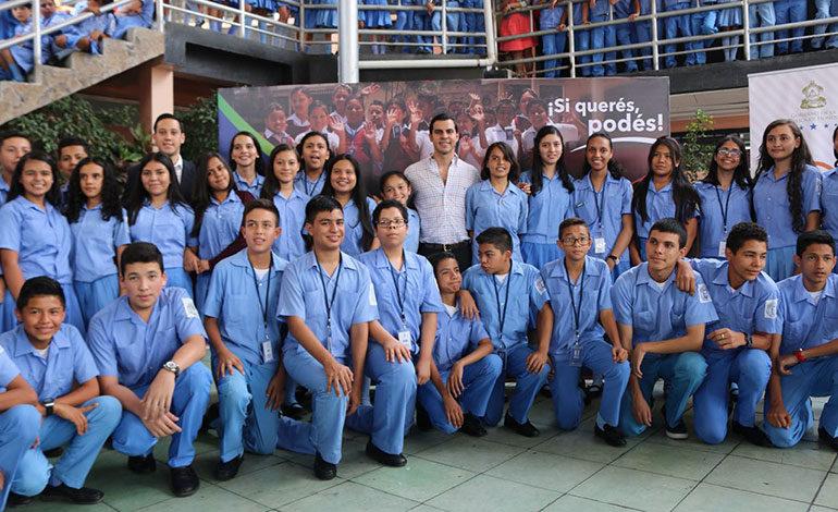 Beneficiarios de Becas Asistir canjean sus asistencias por productos de Banasupro