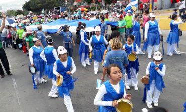 Iglesias celebran con desfiles el Día Nacional de la Biblia