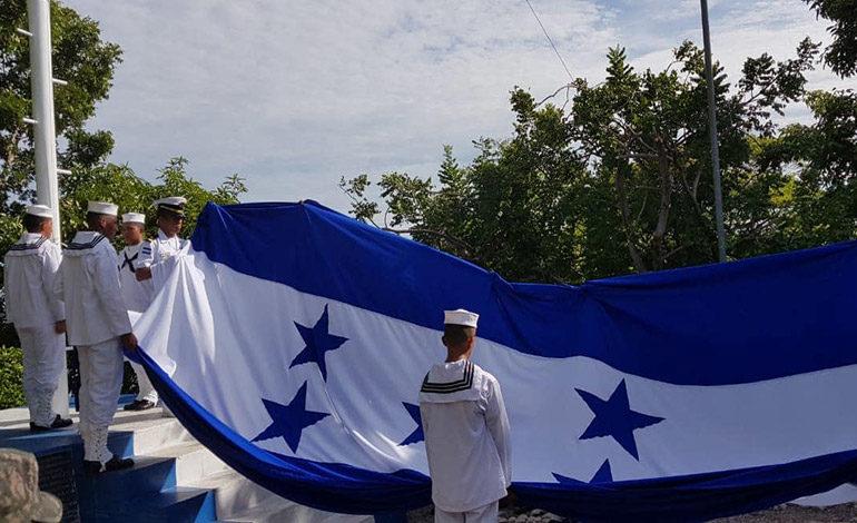 Fuerza Naval de Honduras celebra la independencia en Isla Conejo