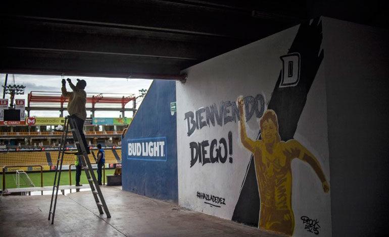 Maradona llega a México de buen ánimo para hacerse cargo de los Dorados