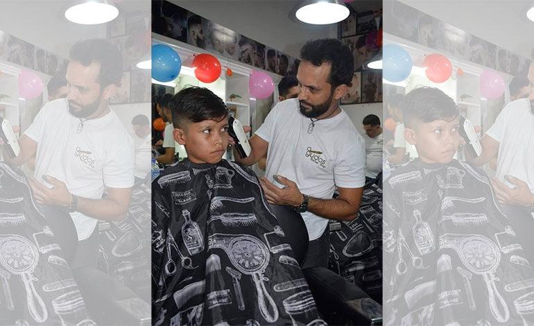 "Cristian Merlo propietario de ""Gudos Barber Shop"""