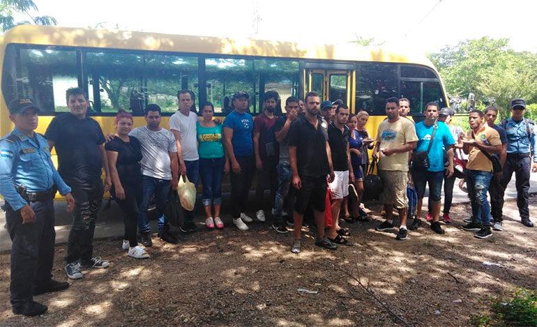 Detienen a 21 cubanos que intentaban cruzar de manera ilegal por Honduras