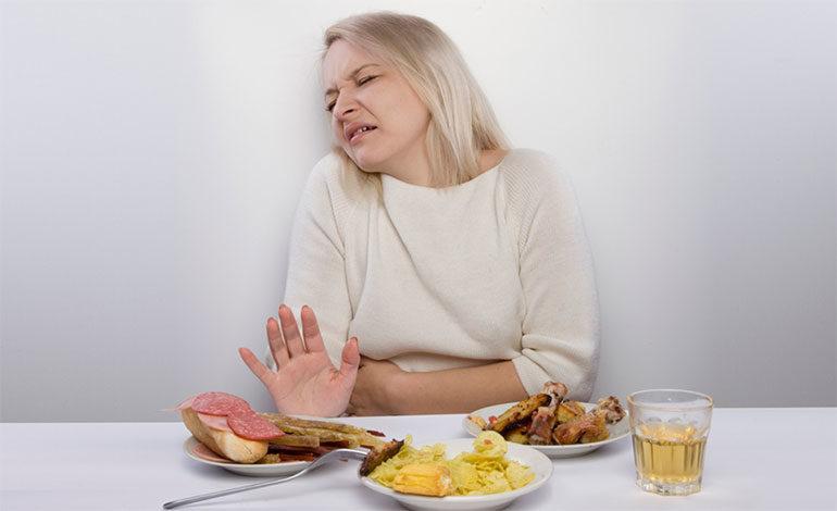 Los alimentos que no debe comer durante la menstruación