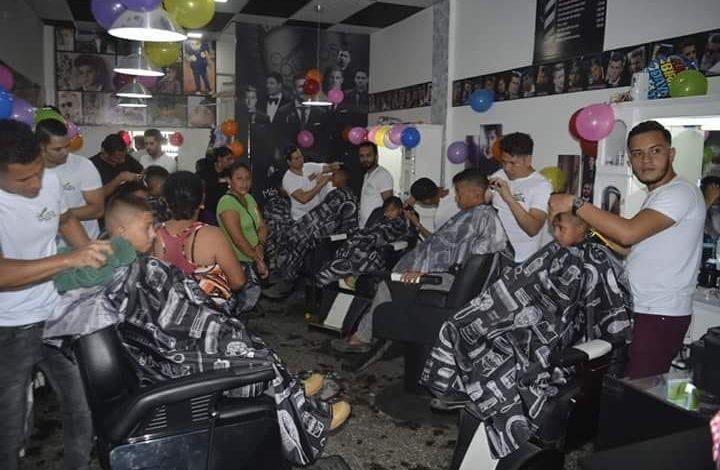 Barberos les regalan una sonrisa a los niños de Danlí en su día
