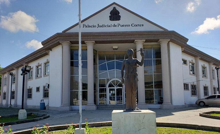 Presidente Argueta entrega un palacio remodelado a Cortés