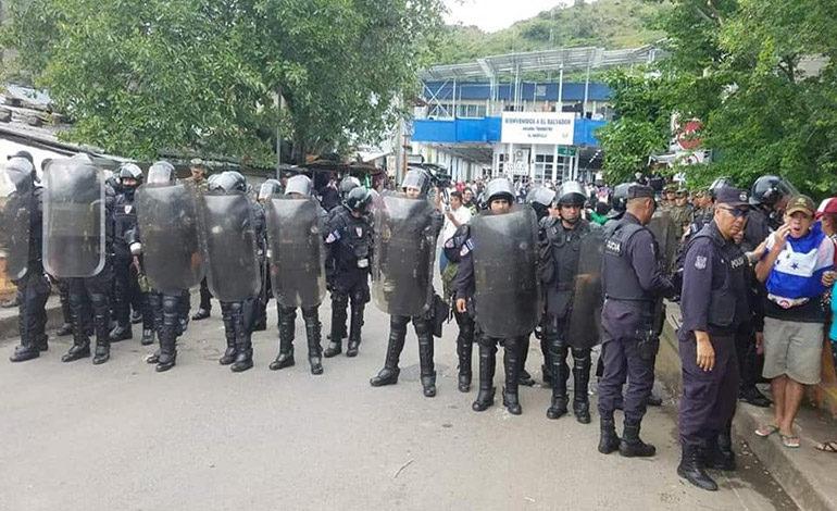Autoridades salvadoreñas no permitirán paso a nueva caravana de hondureños sin documentos