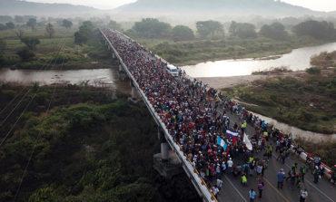 Migrantes entran al Estado de Oaxaca tras bloqueo policial