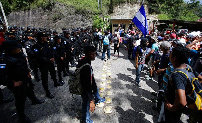 Caravana de migrantes hondureños llega a frontera con Guatemala
