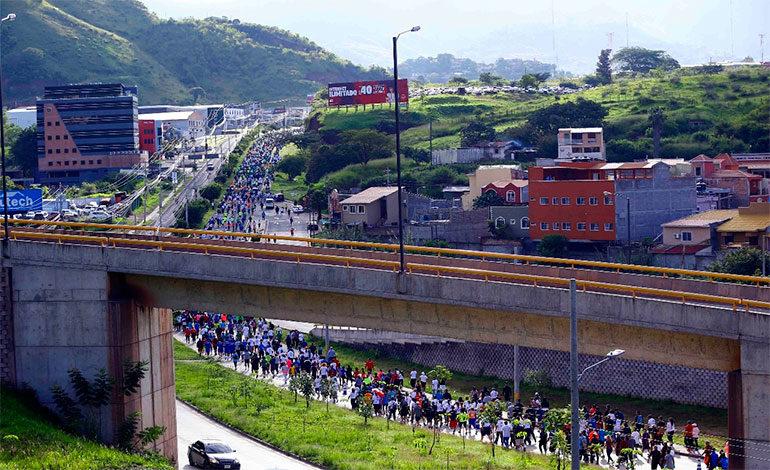 Capitalinos participan de la V Maratón de las Fuerzas Armadas