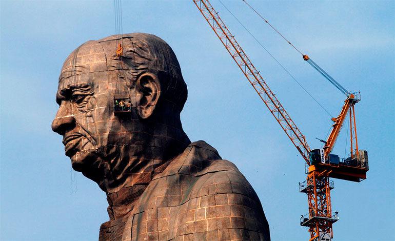 """India levanta la estatua más grande del mundo en honor al """"hombre de hierro"""""""