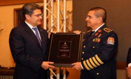 Presidente Hernández reconoce labor de hondureños ante el huracán Mitch