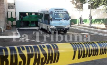 Conductor de autobús resulta herido en tiroteo