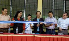 "LA TRIBUNA, Canal 10 y China Taiwán donan aulas a niños ""pateplumas"""