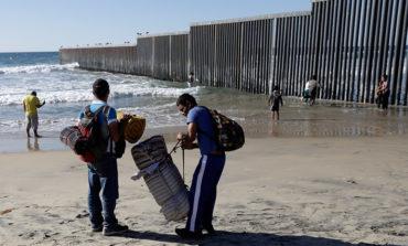 Gobierno mexicano pide a migrantes que eviten violencia en frontera con EE UU