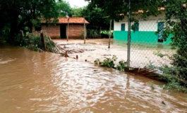 Lluvias causan inundaciones y otros daños en el Caribe de Honduras
