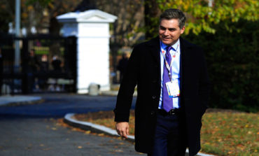 Casa Blanca amenaza con volver a quitar credencial a periodista de CNN