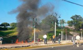 Encapuchados se toman salida al norte de Tegucigalpa