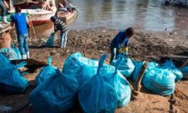Voluntarios sacan cientos de kilos de plástico del Nilo en tres horas