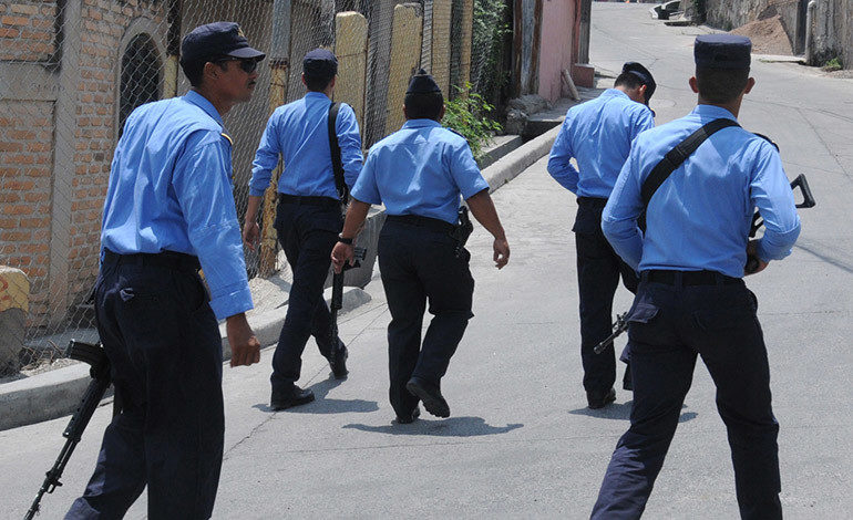 """Policía investiga muerte de niño de 3 años por balazo en bus """"rapidito"""""""