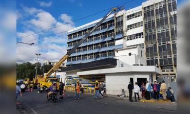 Cierran una vía frente al Hospital Escuela