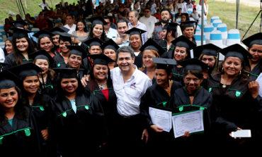 43 hondureñas se gradúan en áreas de la construcción