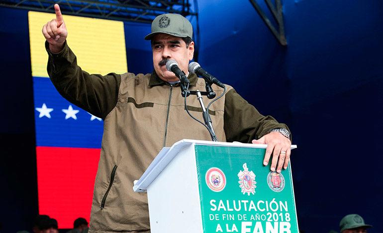 """Maduro pide a militares estar alerta ante """"traidores"""""""