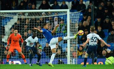 Tottenham remonta, golea y amenaza al City