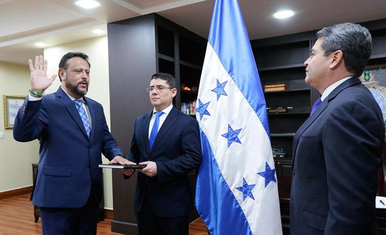 Presidente juramenta a Arnaldo Bueso como nuevo ministro de Educación