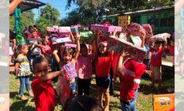 Colaboradores de EEH llevan alegría a niños y niñas