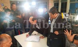 Exdirectivo del IHSS, Hilario Espinoza, se entrega a la justicia