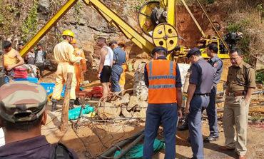 Continúa rescate de 15 mineros atrapados desde hace dos semanas en la India